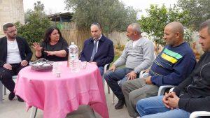 עם האחים של אמין הביקור של דבורה חשוב מביקור של ראש הממשלה.צילום דוברות העירייה