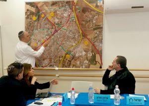 ראש העיר מציג בפני השר את הפרויקטים התחבורתיים האסטרטגיים שהוא מבקש לקדם בלוד.צילום דוברות עיריית לוד