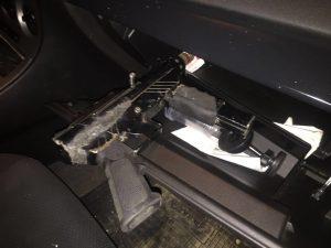 תת מקלע ברכבו של החשוד שנעצר עי שוטרי משטרת לוד.צילום דוברות המשטרה