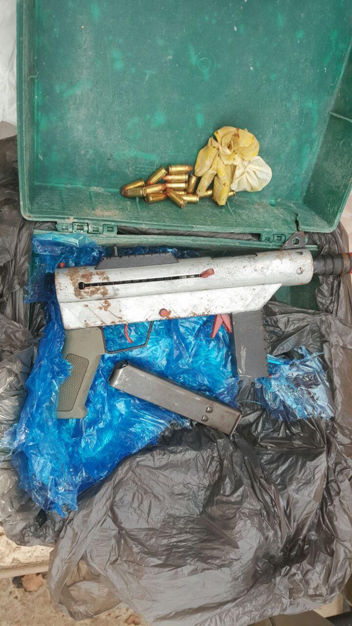 מקלע קרלו וכדורי אקסטזי. צילום-דוברות המשטרה