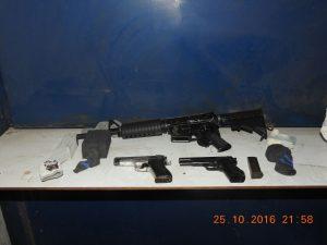 הנשקים שנתפסו בלוד.צילום דוברות המשטרה