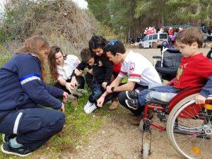 """מתנדבי נוער מד""""א וילדי """"חברים לרפואה"""" נטעו וחגגו ביערות"""