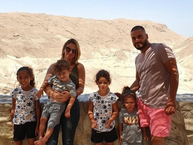 אלירן חג'ג' עם משפחתו.