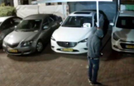 צפו בסרטון: במרכז העיר, באין מפריע מציתים כלי רכב ובורחים