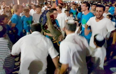 ושמחת בחגך: אלפי חוגגים באירועי סוכות ושמחת תורה בלוד
