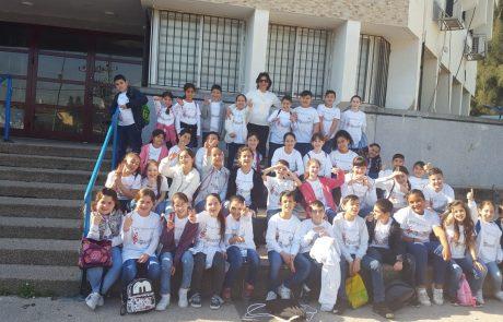 """תלמידי מקהלת בית ספר """"הראל"""" מלוד שרו עם התזמורת פילהרמונית"""