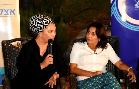 שרת התרבות והספורט, מירי רגב התארחה במפגש ספרותי בלוד עם הסופרת נועה ירון דיין