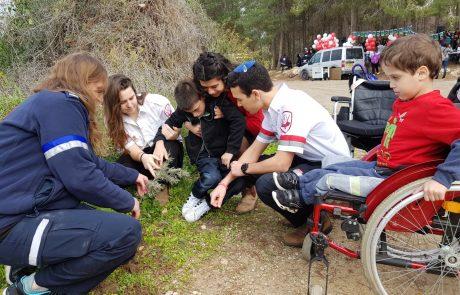 """למען האחדות: מתנדבי נוער מד""""א וילדי """"חברים לרפואה"""" נטעו וחגגו ביערות"""