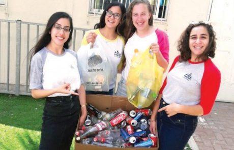 בנות האולפנה בלוד אספו אלפי בקבוקים בכדי לסייע לתושבת העיר.