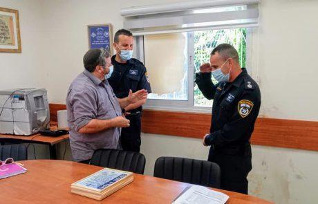 טקס מיוחד נערך במשטרת לוד עם משפחת הנעדר שחייו ניצלו בערב ראש השנה