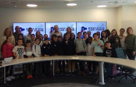 שבוע 'שעת קוד' העולמי: ילדי 'מחשבה טובה' מלוד ביקרו במשרדי Accenture