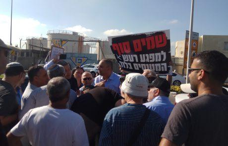 """בשעה זו: עשרות תושבים מפגינים בכניסה לנתב""""ג במחאה על רעש המטוסים"""
