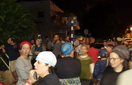 """הפגנת תושבים ספונטנית מול משטרת לוד: """"אנחנו מפחדים"""""""