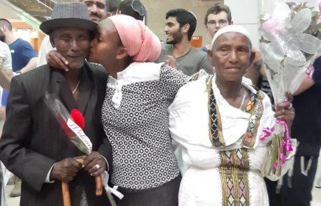 """""""לא אבדה תקוותנו"""". אחרי 20 שנה המטפלת האהובה התאחדה עם הוריה שעלו מאתיופיה"""
