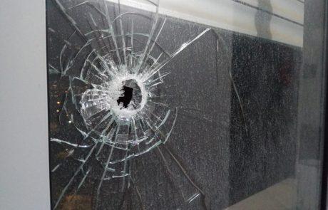 ירי תועה ברמת אלישיב: הקליע פגע בחלון הקומה ה-12. אין נפגעים