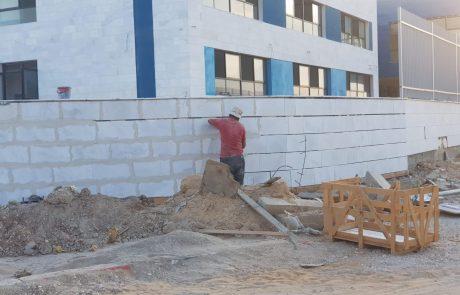 חשיפה | בעיצומה של השבת: פועלים ערבים המשיכו לבנות את בית הספר החרדי לבנות בשכונת אחיסמך