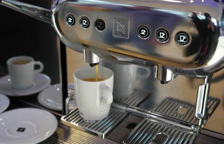 להחליף או לתקן את מכונת הקפה