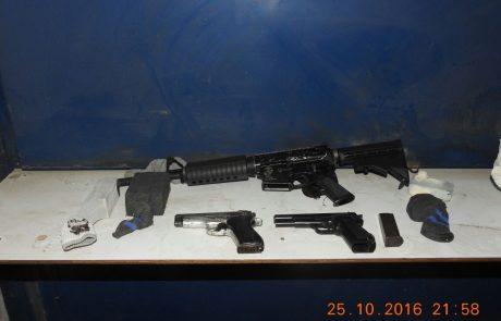 רובה m16, תת מקלע, 2 אקדחים וכדורי אקסטזי נתפסו בלוד על ידי המשטרה