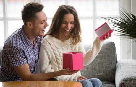 לבחור את המתנה המושלמת ליום האהבה