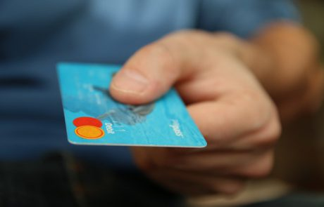 חשד: תושב לוד עקץ מחזיקי כרטיס אשראי בחצי מיליון שקלים