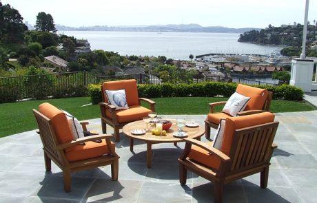 כיצד אפשר למצוא כסאות ושולחנות לגינה במחיר זול?